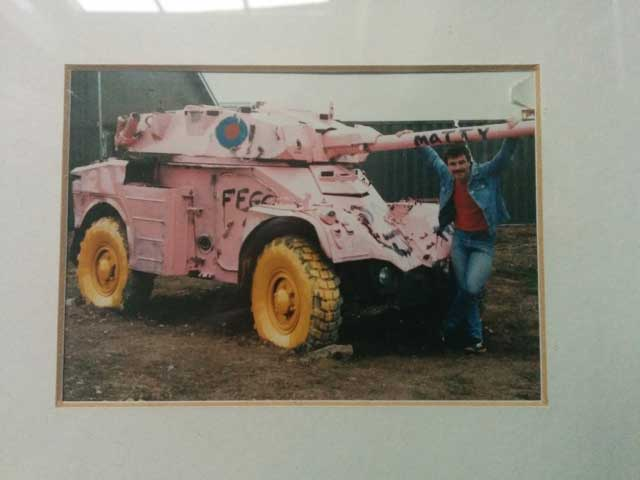 A pink tank and a conversational manoeuvre!